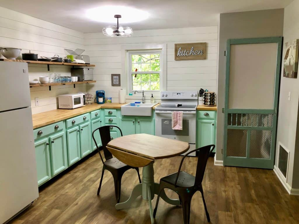 finished and updated farmhouse kitchen makeover
