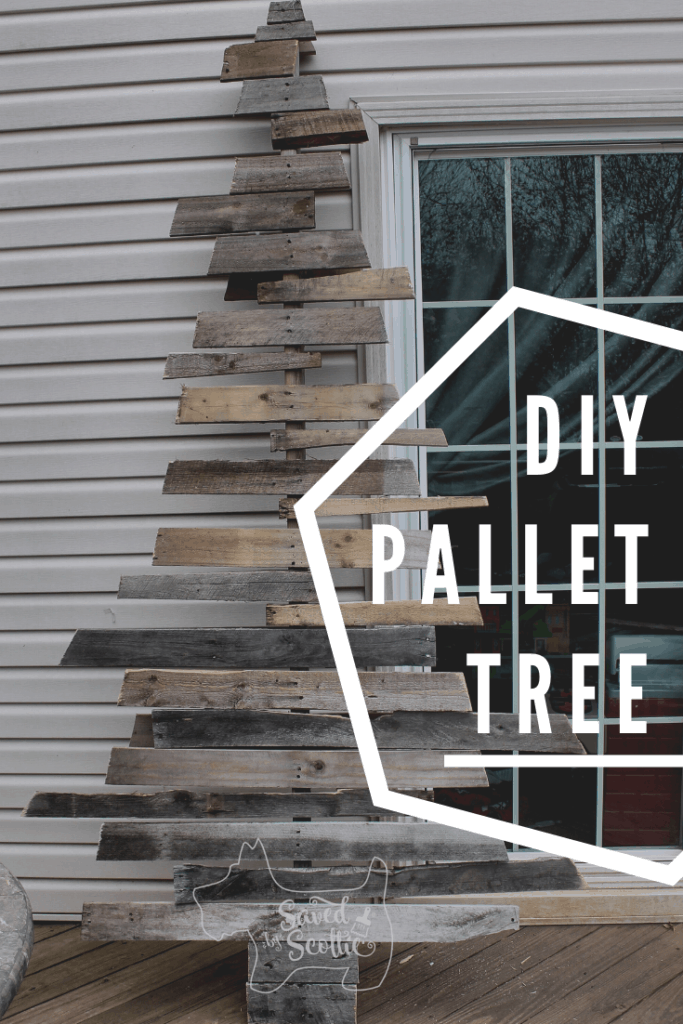 a pinnable image of the wood pallet christmas tree leaning on the siding of a house next to a glass door with wording stating DIY pallet tree