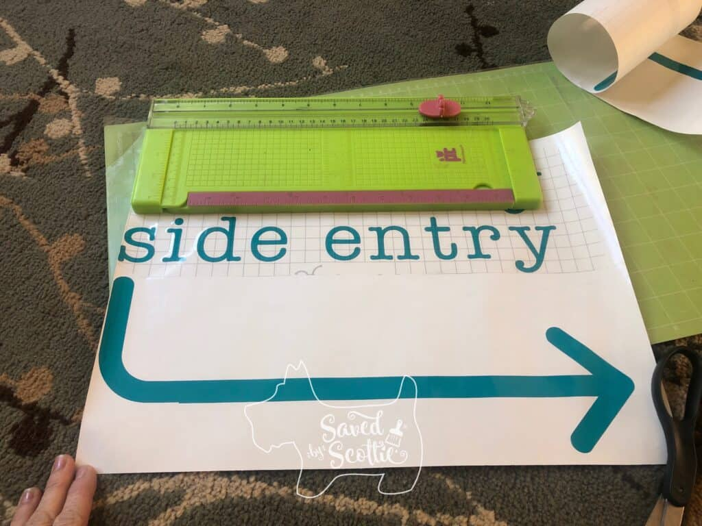 "image of vinyl cutting stating ""side entry"" and a curved arrow directing you to the right"